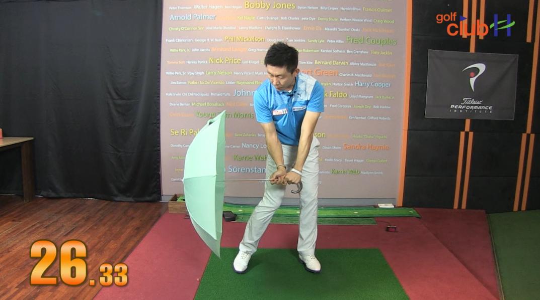 [1분레슨] 우산을 활용한 강력한 다운스윙 만들기 l 박대성프로